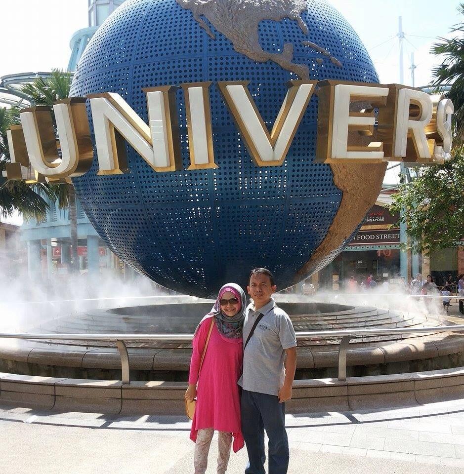 Hery Azwan dan Yuli di Universal Studio