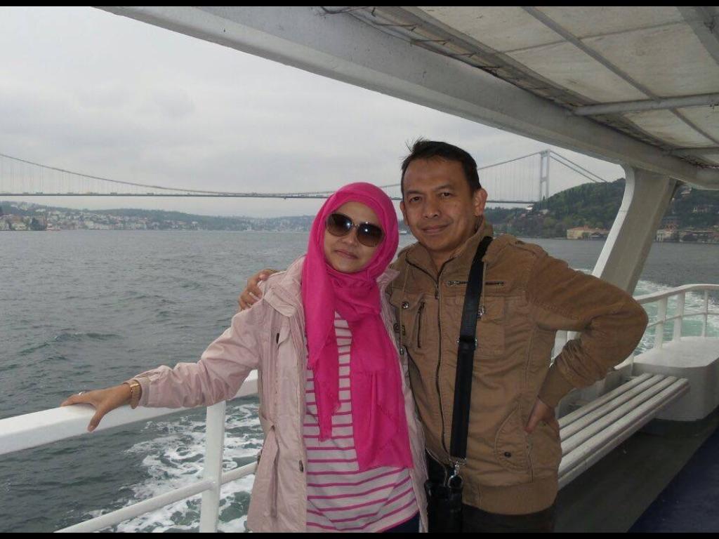 Di atas ferry menjelajah selat Bosphorus